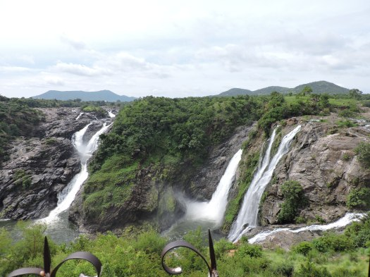 Gaganachukki falls as seen from Shivanasamudra watch tower